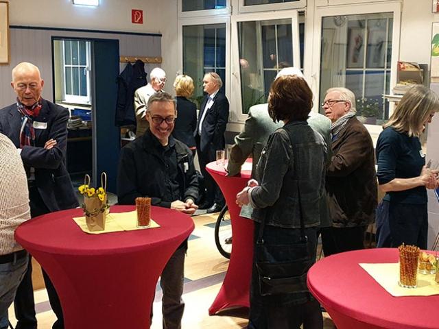 Gruppenbild mit Bezirksbürgermeister Barnscheidt