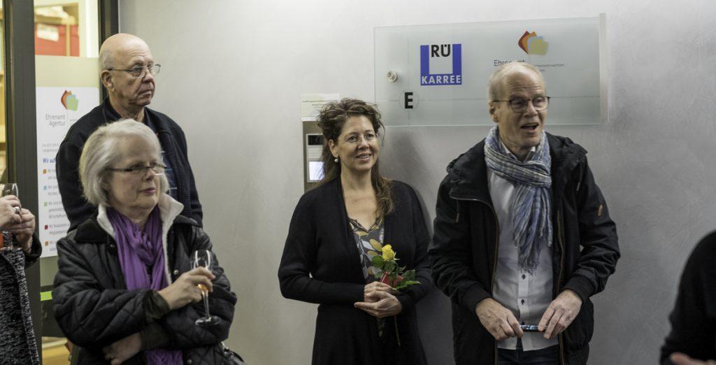 Bürgerforum und Besucher lauschen der Ansprache von Sonja Wegner-Bähner